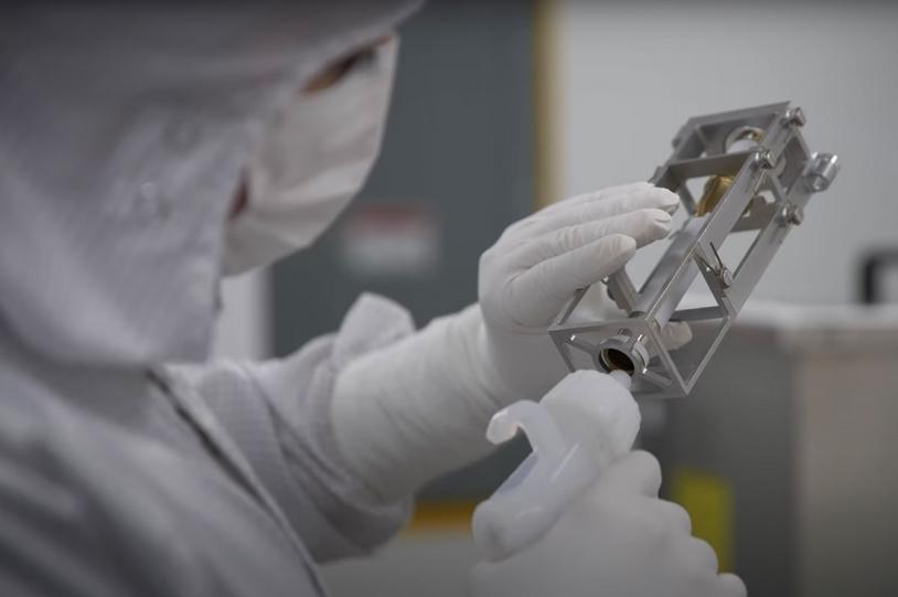 Stérilisation d'un tube à prélèvement du rover Perseverance