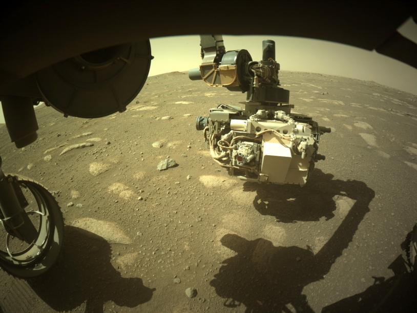 Persy Image du bras robotique du rover prise par une caméra HazCam