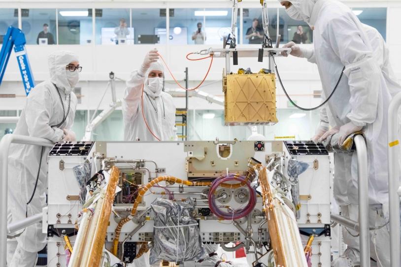 Persy Intégration de l'instrument MOXIE sur le rover Perseverance au JPL, Pasadena, Californie