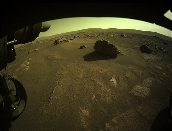 Persy Image du sol martien et de la roche « Sei » prise par une HazCam